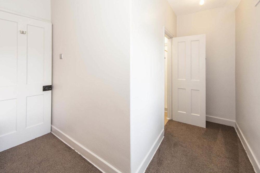 Sargent & Garvey - Glenbourne House - Twin Room to Walk-in Wardrobe